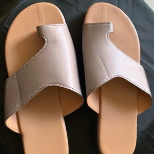 Slip on Tan Sandals with toe holder
